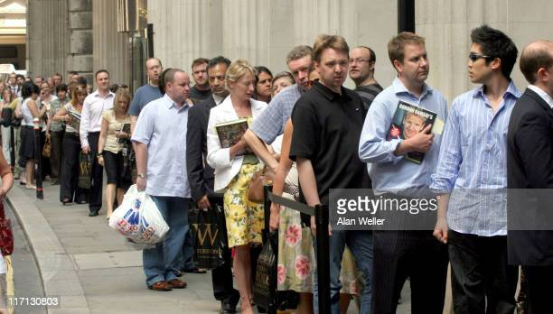 Fans queue to have their books signed by Gordon Ramsay
