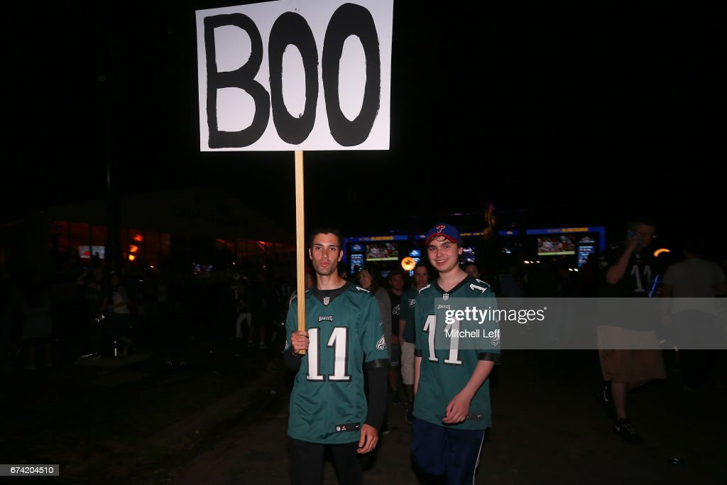 Fans react after Derek Barnett of Tennessee was picked #14 overall by the Philadelphia Eagles during the first round of the 2017 NFL Draft at the Philadelphia Museum of Art on April 27, 2017 in Philadelphia, Pennsylvania.