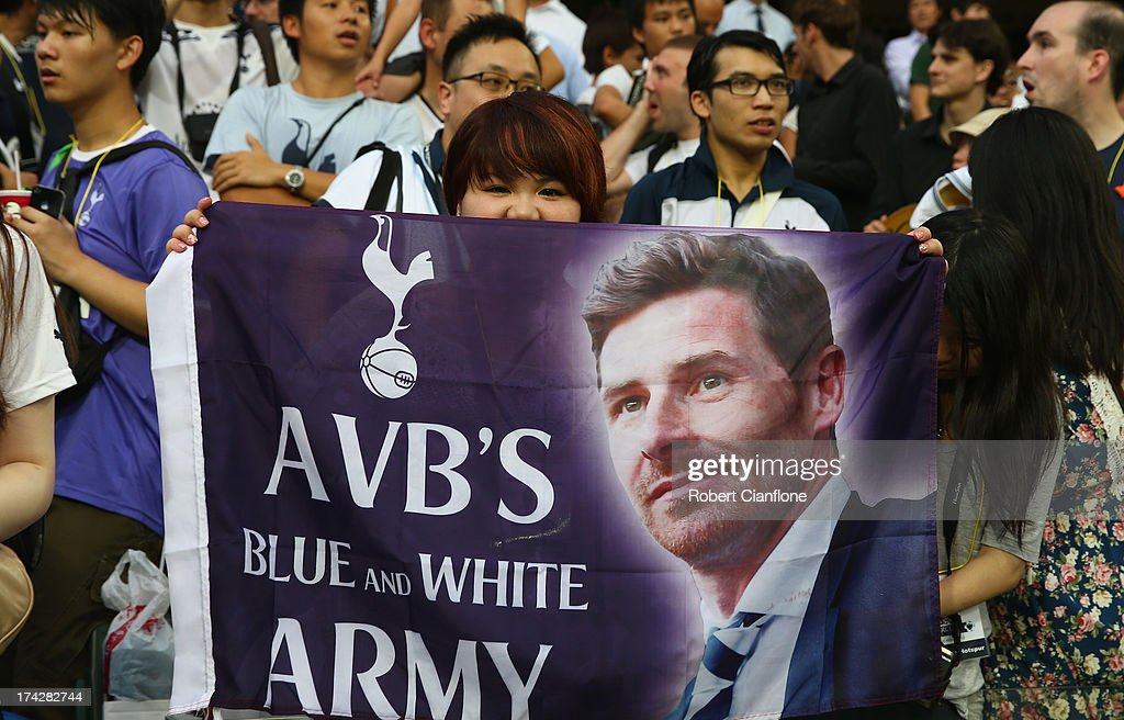 Fans show thier support for Andre VillasBoas coach of Tottenham Hotspur during a Tottenham Hotspur Barclays Asia Trophy training session at Hong Kong...