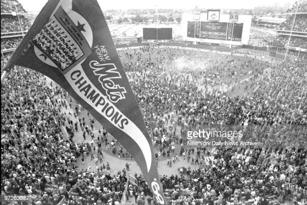Fans swarm the field at Shea Stadium after the Mets won the World Series