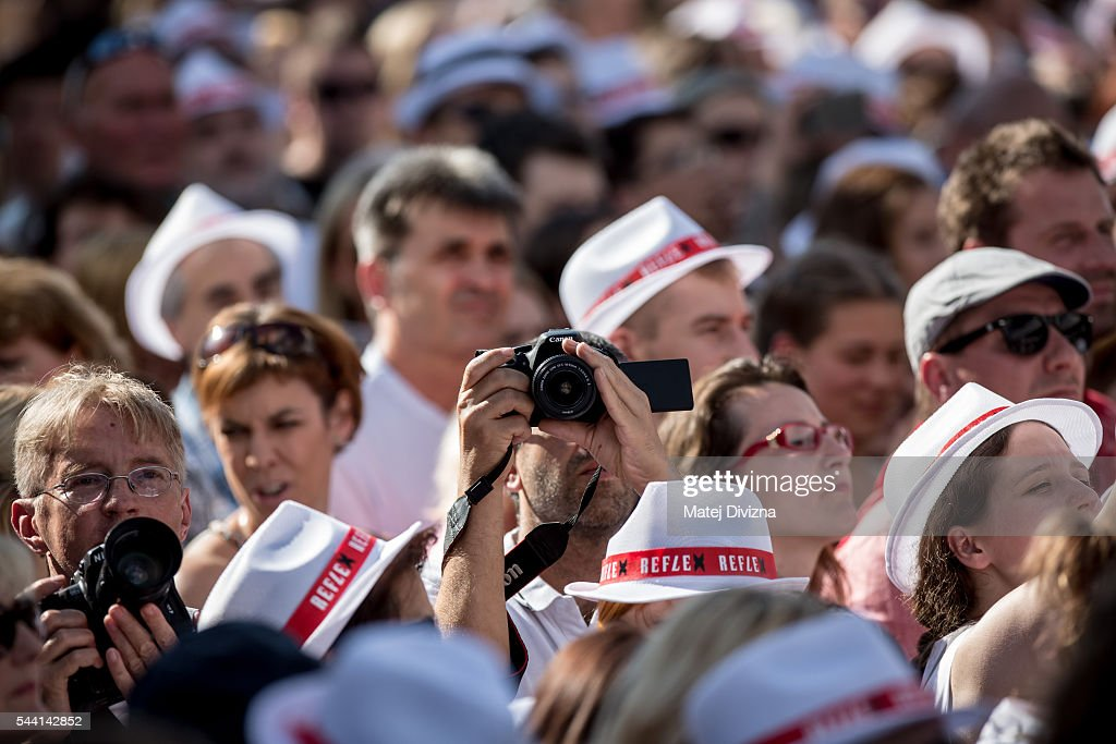 Fans wait for guests before the opening ceremony of the 51st Karlovy Vary International Film Festival (KVIFF) on July 1, 2016 in Karlovy Vary, Czech Republic.