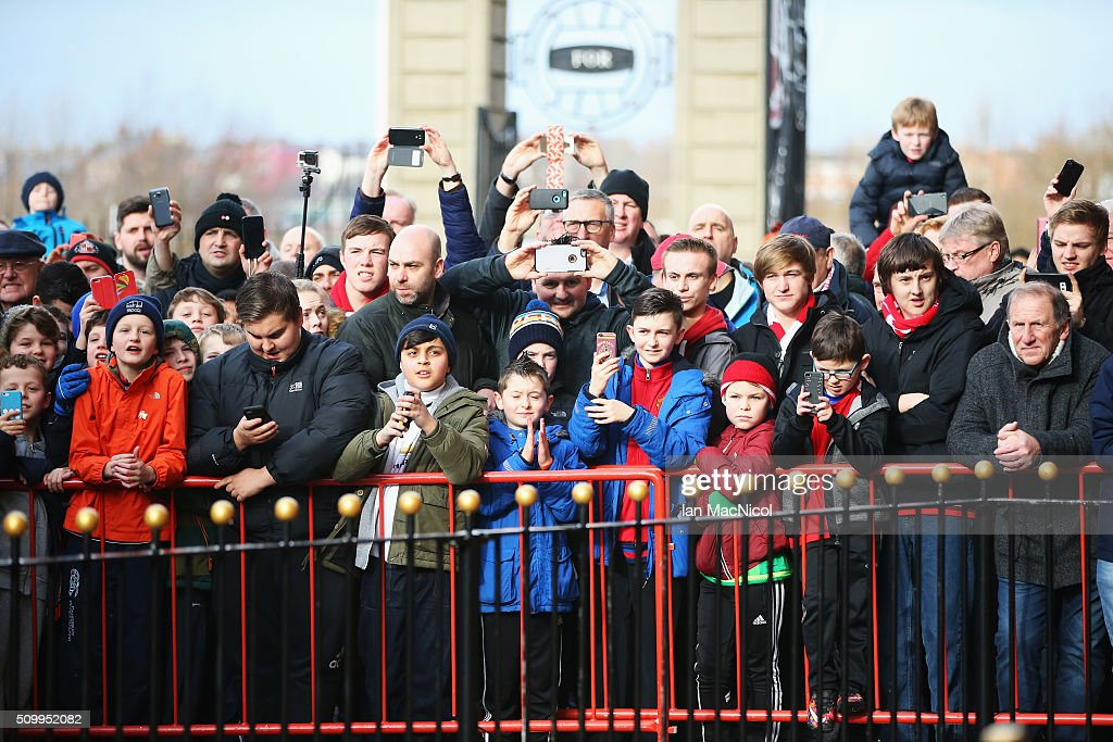 Fans wait for the players' arrival prior to the Barclays Premier League match between Sunderland and Manchester United at the Stadium of Light on February 13, 2016 in Sunderland, England.
