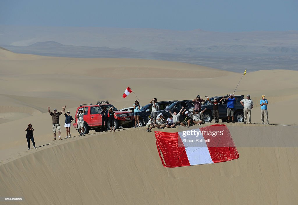 Fans wait on the dunes during the stage from Pisco to Nazca on day three of the 2013 Dakar Rally on January 7, 2013 in Pisco, Peru.