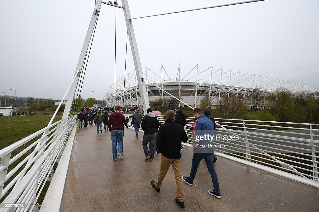 Fans walk towards the ground prior to the Barclays Premier League match between Swansea City and Liverpool at The Liberty Stadium on May 1, 2016 in Swansea, Wales.