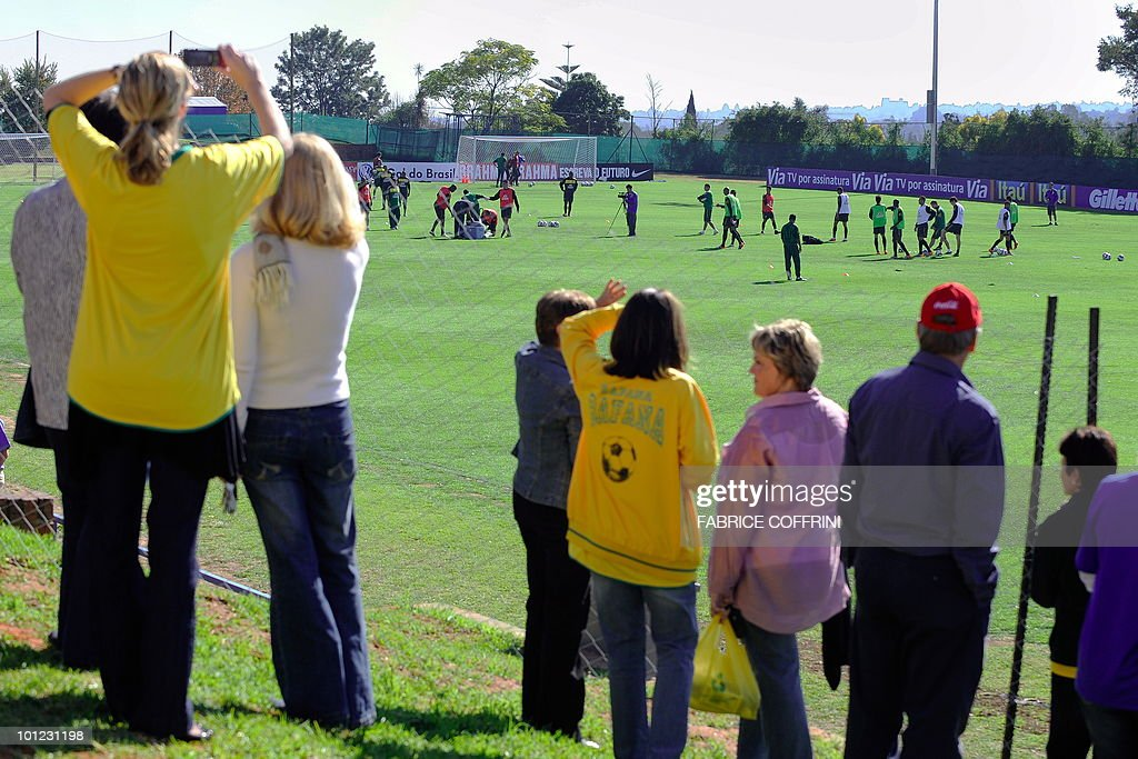 Fans watch as players of the Brazilian national football team attend a training session on May 28, 2010 at Randburg High School in Johannesburg ahead of the June 11 to July 11 FIFA World Cup in South Africa.