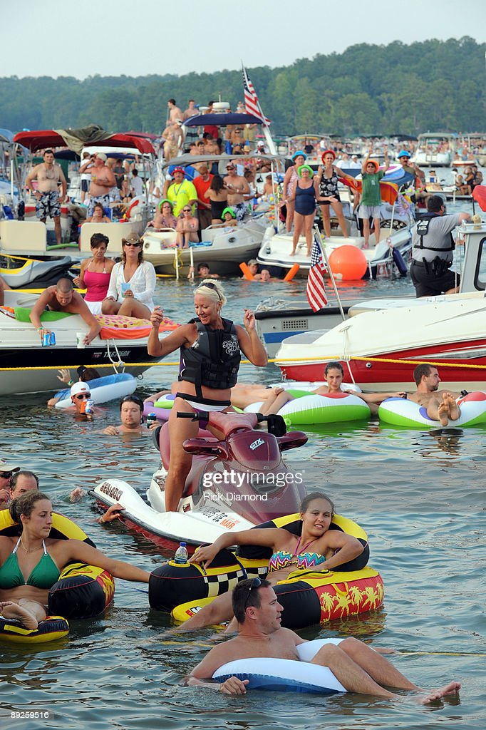 Fans watch during country music artist Alan Jackson's performance to over 40,000 fans in 10,000 boats on Lake Martin during AquaPalooza on July 25, 2009 in Alexander City, Alabama.