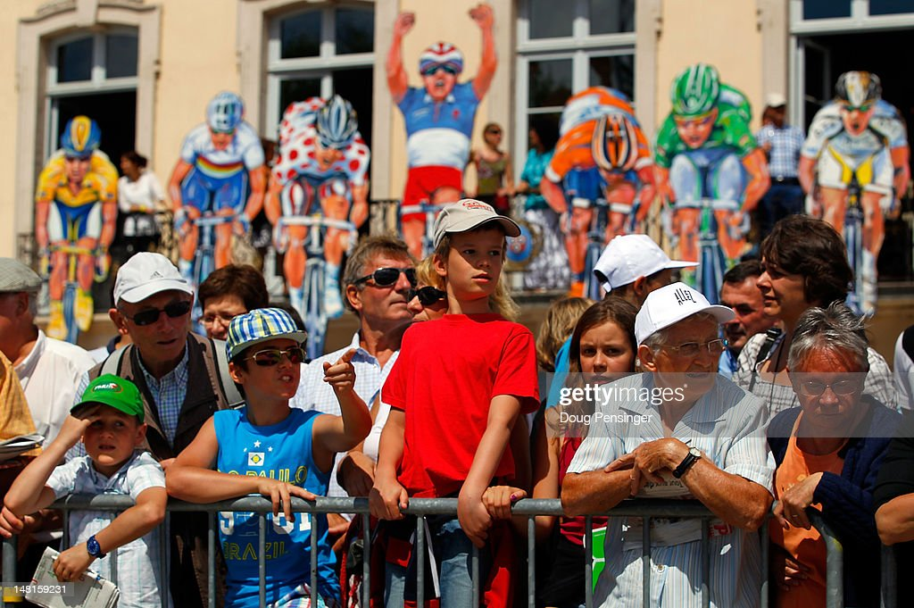 Fans watch for riders as they sign in for the start of stage ten of the 2012 Tour de France from Macon to Bellegarde-Sur-Valserine on July 11, 2012 in Macon, France.