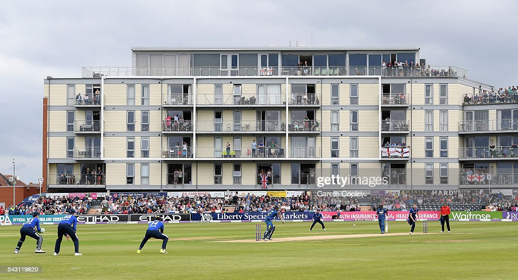 Fans watch on from overlooking flats as Chris Woakes of England bowl to Kusal Mendis of Sri Lanka during the 3rd ODI Royal London One Day International match between England and Sri Lanka at The County Ground on June 26, 2016 in Bristol, England.