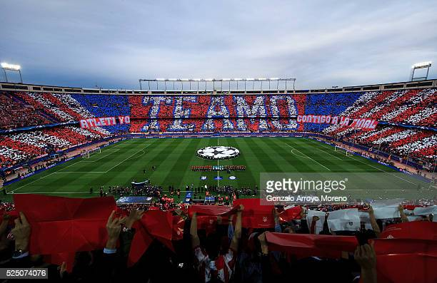 Fans welcome the teams prior to the UEFA Champions League semi final first leg match between Club Atletico de Madrid and FC Bayern Muenchen at...
