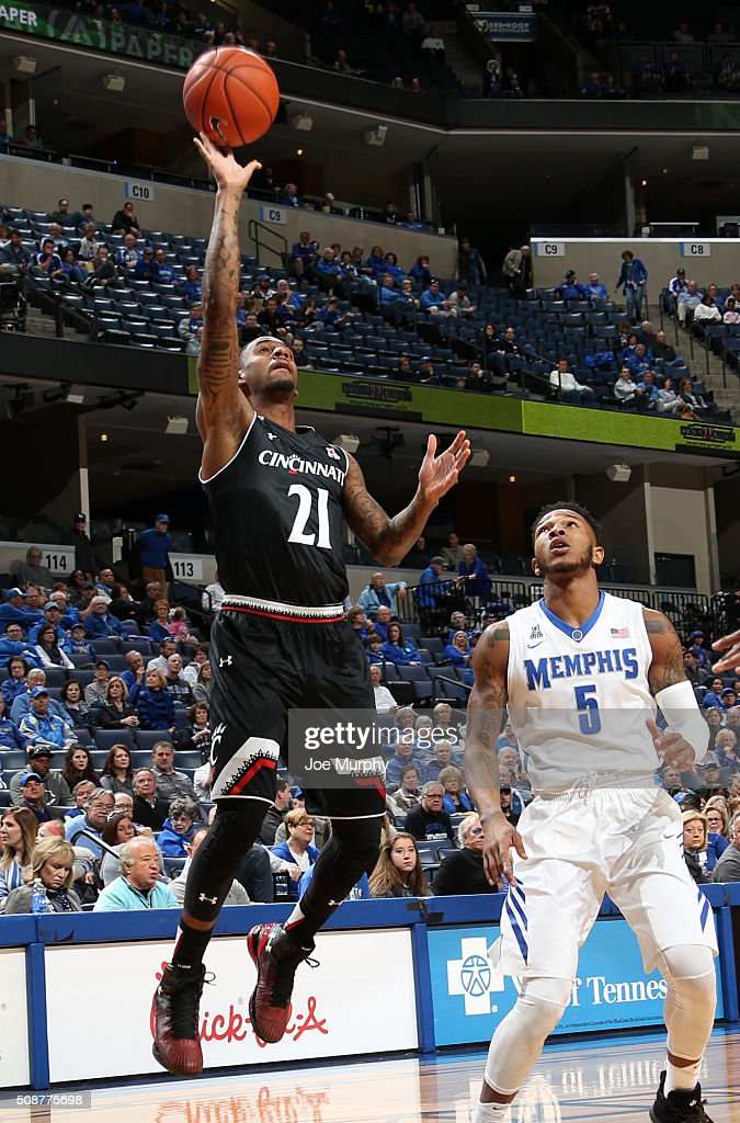 Farad Cobb #21 of the Cincinnati Bearcats shoots against the Markel Crawford #5 of the Memphis Tigers on February 6, 2016 at FedExForum in Memphis. Memphis defeated Cincinnati 63-59.
