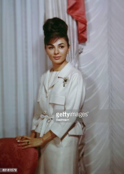 Empress farah pahlavi of iran photos et images de for Shah bano farah pahlavi