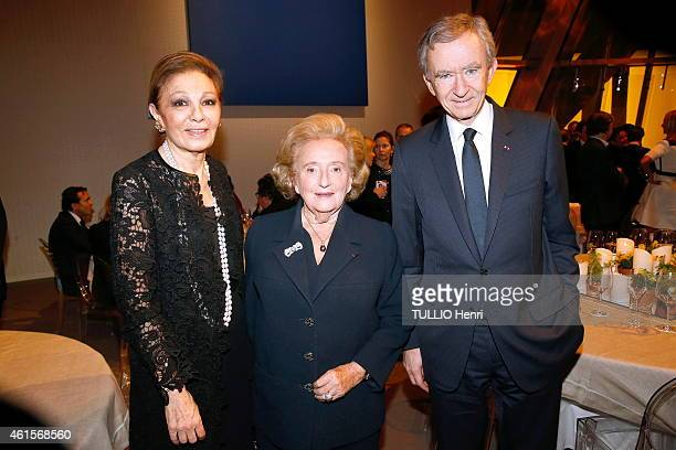 Farah Pahlavi Bernadette Chirac and Bernard Arnault at the evening gala for the Foundation Claude Pompidou Farah Pahlavi on december 16 2014 in Paris...