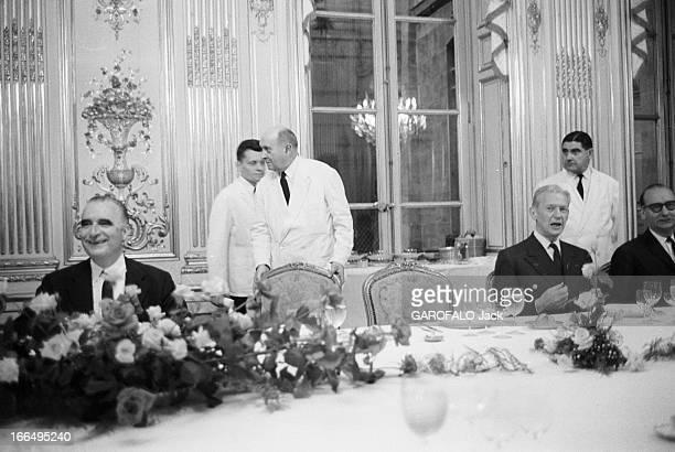 Farewell Dinner Of Georges Pompidou Paris 11 juillet 1968 A Matignon le dîner d'adieu de Georges POMPIDOU premier ministre souriant Maurice COUVE DE...