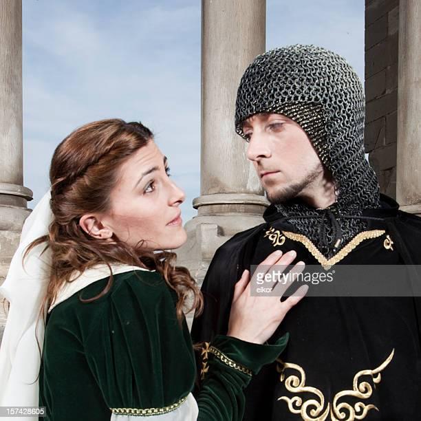 Farewell: fairy Paar in mittelalterlichen Kostümen.