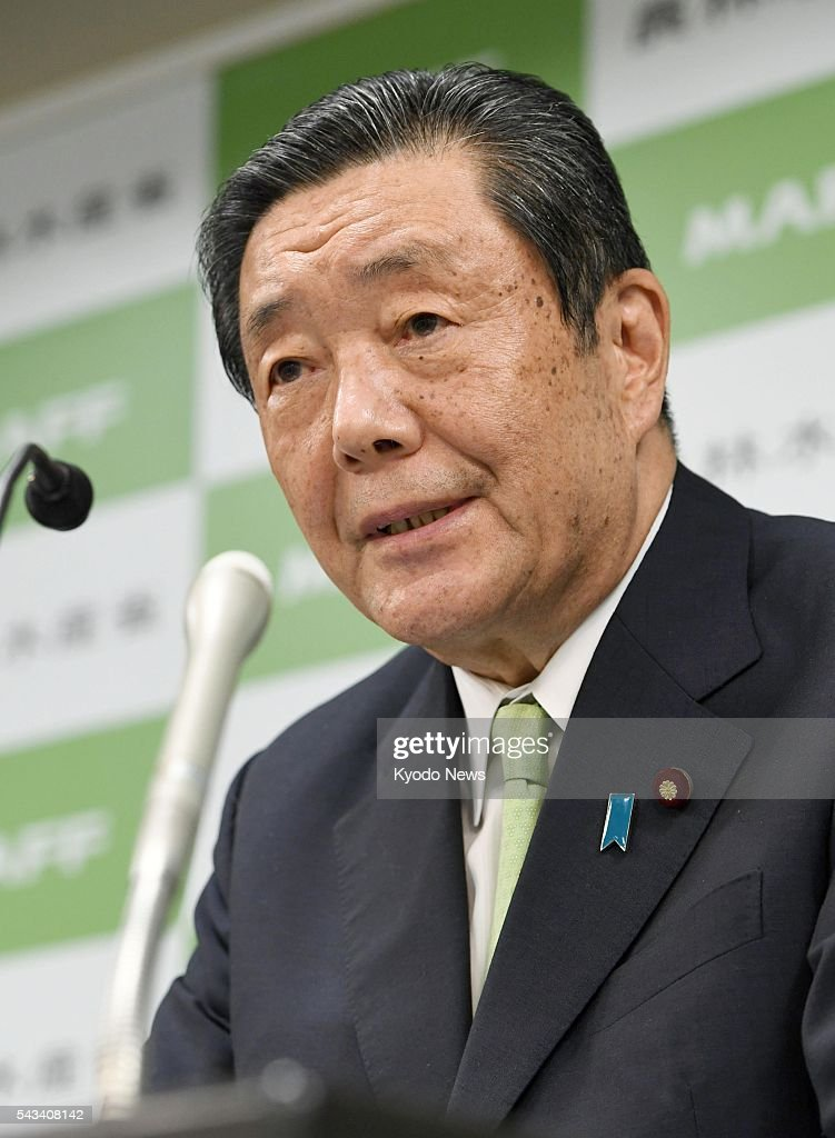 Farm minister Hiroshi Moriyama attends a press conference in Tokyo on June 28, 2016, to admit that he received 200,000 yen ($1,960) the previous year from the head of a poultry industry body while holding a key position in the ruling Liberal Democratic Party on negotiations for a Pacific free trade accord.