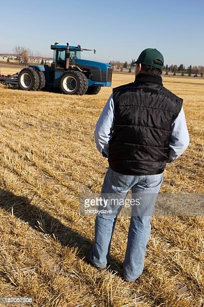 Agriculteur et tracteur au Harvest