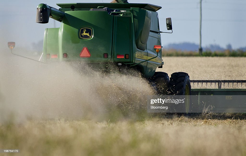 A farmer harvests wheat near Salto, Argentina, on Monday, Dec. 24, 2012. Argentina, South America's largest wheat producer, will have a current crop as low as 9 million tons because of excess rain, heat and plant diseases, a board director of wheat producers association Aaprotrigo said. Photographer: Diego Giudice/Bloomberg via Getty Images