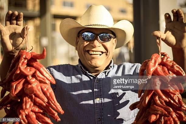 Agriculteur Hawks piment Chili Ristras (Ristras de piments) au marché Agriculteurs Marché de Santa Fe