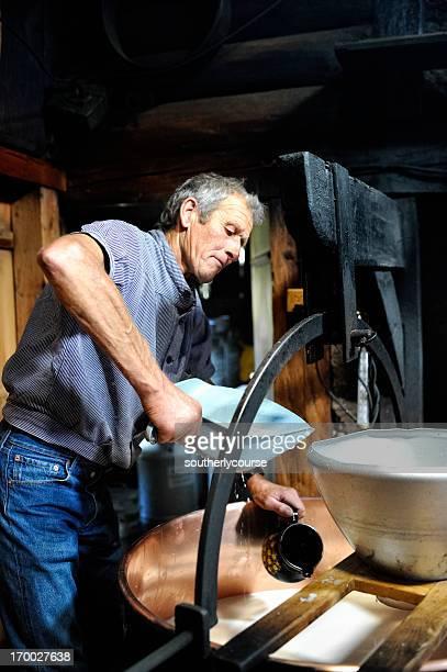 Farmer Käseherstellung