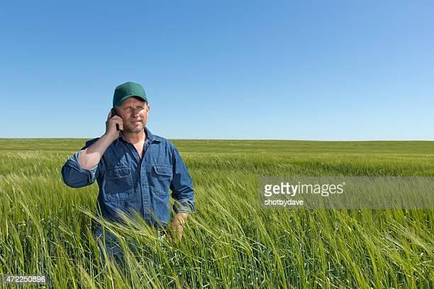 Agriculteur sur le téléphone