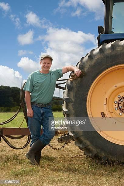 Ferme avec Tracteur