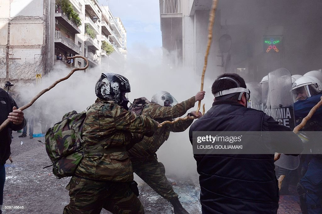 Farmers clash with police officers blocking the entrance to the Agriculture ministry in Athens, during a demonstration against pension reform on February 12, 2016. Fears that Greece will exit the eurozone, a 'Grexit', could revive if Greek authorities do not come up with 'credible' reforms, notably on pensions, a senior IMF official said February 11, 2016. / AFP / LOUISA GOULIAMAKI