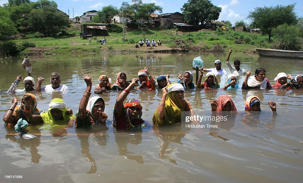 'GHOGALGAON, INDIA - SEPTEMBER 9: Farmers displaced by Omkareshwar dam, standing in water for the last 16 days at Ghogalgaon (Khandwa) demanding decrease in water level of dam and compensation on September 9, 2012 in Ghogalgaon, India. (Photo by Amit Jaiswal/Hindustan Times via Getty Images)'