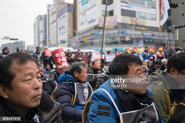 Farmers from Gyeonggi and Chungcheong province gather in Pyeongtaek on December 8 2016 as they make their way to Seoul to protest against the ongoing...