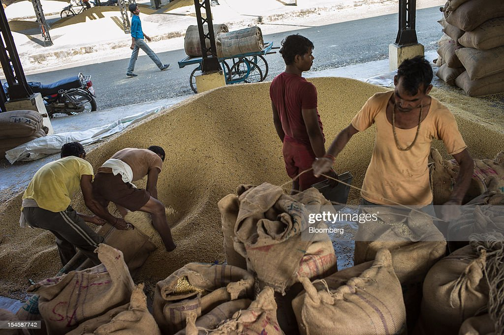 Farmers pack soybeans in gunny sacks to be sold at a grain market in Burhanpur, Madhya Pradesh, India, on Friday, Oct. 19, 2012. Global soybean consumption will drop about 3 million metric tons in 2012-2013 as record prices curb demand for the oil made from the oilseed for food and biofuel, Thomas Mielke, executive director of Oil World, said. Photographer: Sanjit Das/Bloomberg via Getty Images