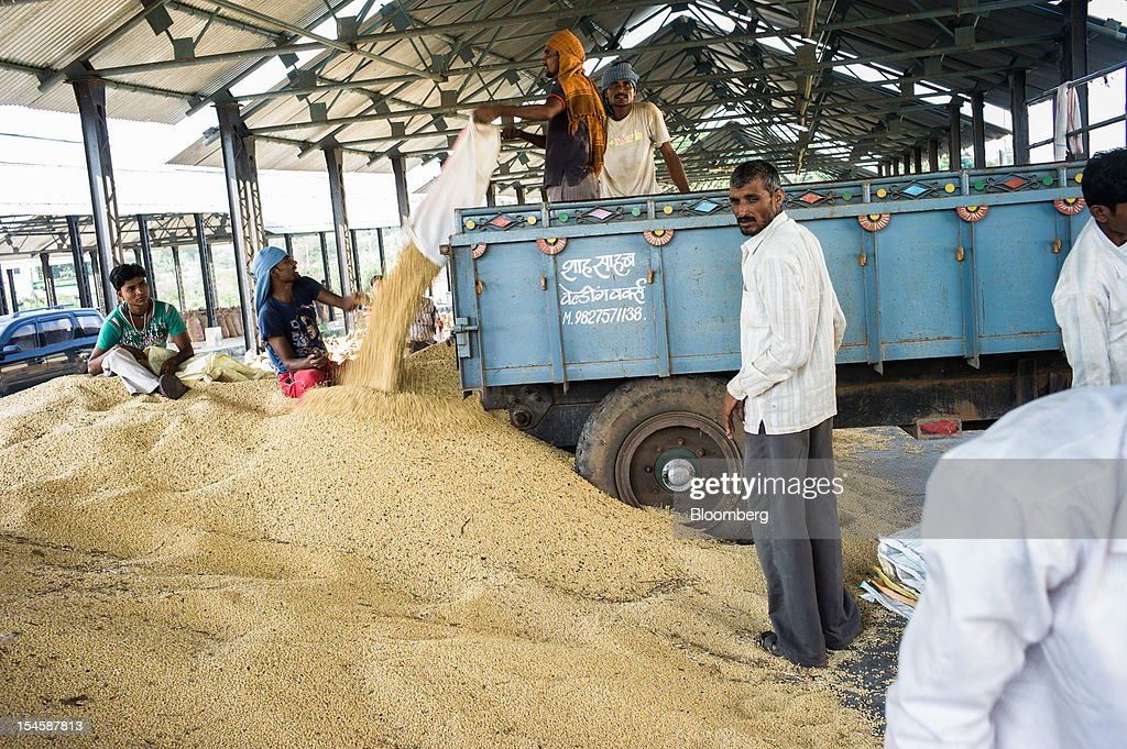 Farmers unload soybeans at a grain market in Burhanpur, Madhya Pradesh, India, on Friday, Oct. 19, 2012. Global soybean consumption will drop about 3 million metric tons in 2012-2013 as record prices curb demand for the oil made from the oilseed for food and biofuel, Thomas Mielke, executive director of Oil World, said. Photographer: Sanjit Das/Bloomberg via Getty Images