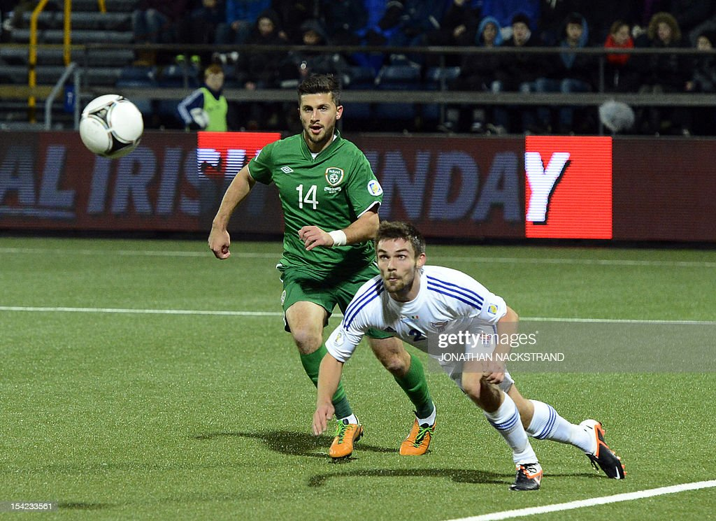 Faroe Islands's national team player Jonas Naes (R) vies with Ireland's Shane Long during the FIFA 2014 World Cup group C qualifying football match Faroe Islands vs Ireland at the Torsvollur stadium in Torshavn on October 16, 2012.