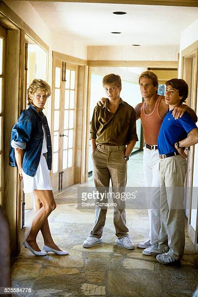 Farrah Fawcett and Ryan O'Neal with sons Patrick and Griffin