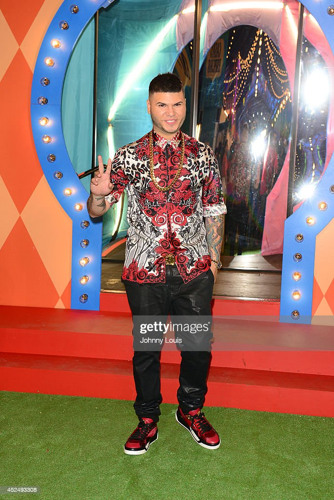 <a gi-track='captionPersonalityLinkClicked' href=/galleries/search?phrase=Farruko&family=editorial&specificpeople=11714143 ng-click='$event.stopPropagation()'>Farruko</a> attends the Premios Juventud 2014 Awards at Bank United Center on July 17, 2014 in Miami, Florida.