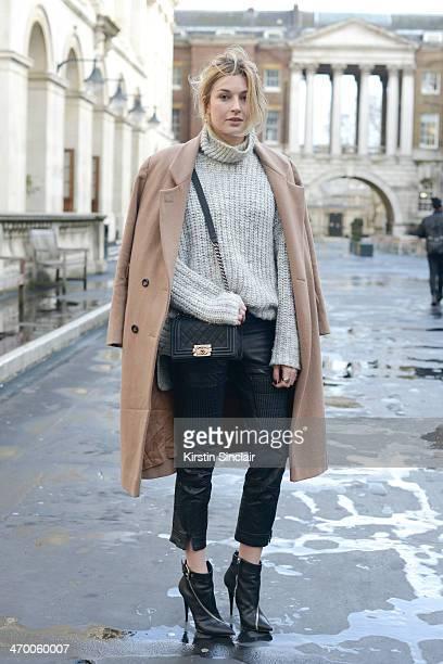 Beige coat stock fotos und bilder getty images - Zara paris collection ...