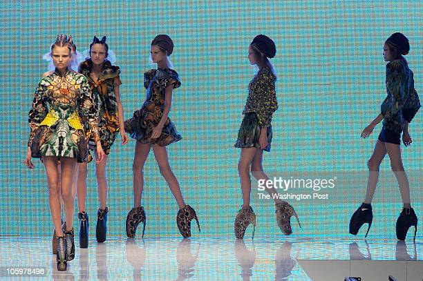 ST/ Fashion DATE CREDIT Maria Valentino/FTWP NEG NUMBER digital file via FTP LOCATION Paris France CAPTION ALEXANDER McQUEEN spring/summer 2010...
