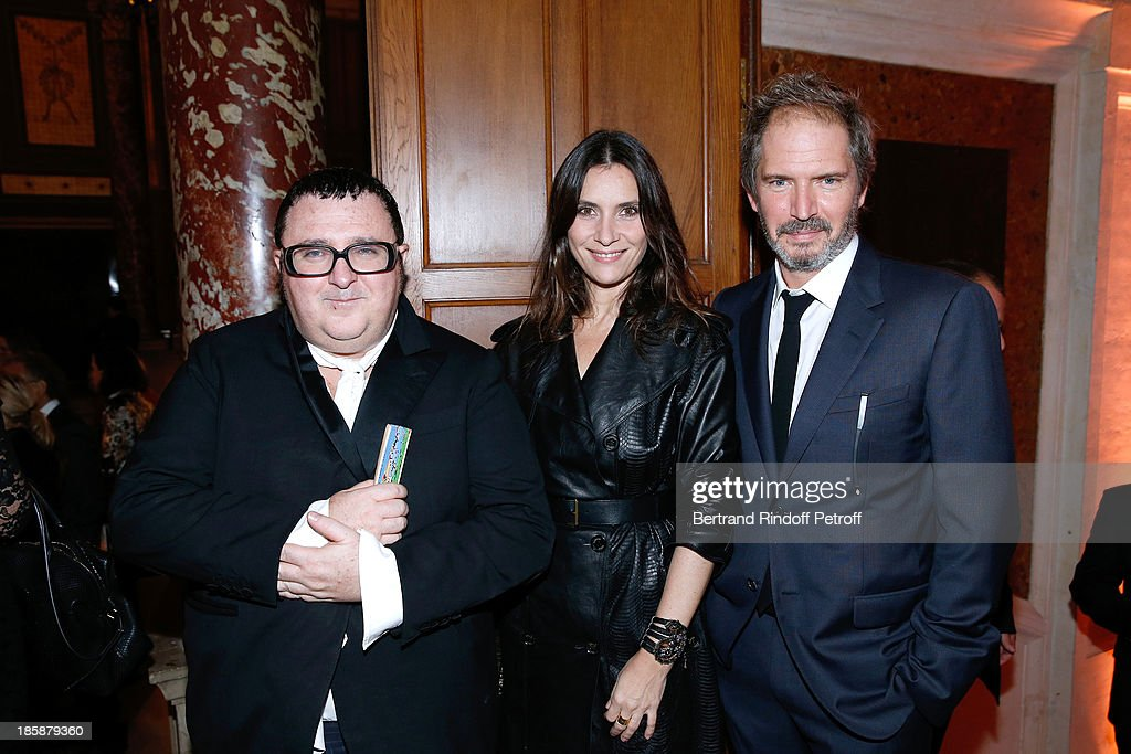Fashion Designer Alber Elbaz (L), Director Christopher Thompson (R) and his wife actress Geraldine Pailhas (C) - Designer Alber Elbaz pays tribute to Cesar Baldaccini by an Evening Pic-Nic at the Ecole Nationale Superieure des Beaux Arts de Paris on October 25, 2013 in Paris, France.