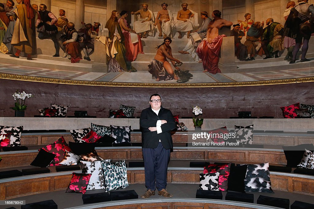 Fashion Designer Alber Elbaz in the Hemicycle of Ecole Nationale Superieure des Beaux Arts de Paris - Designer Alber Elbaz pays tribute to Cesar Baldaccini by an Evening Pic-Nic at the Ecole Nationale Superieure des Beaux Arts de Paris on October 25, 2013 in Paris, France.