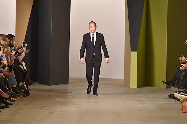 Boss women runway rtw fall 2016 new york fashion for Jason wu fashion designer