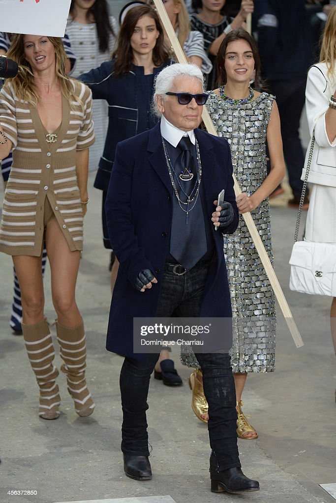 Fashion designer <a gi-track='captionPersonalityLinkClicked' href=/galleries/search?phrase=Karl+Lagerfeld+-+Fashion+Designer&family=editorial&specificpeople=4330565 ng-click='$event.stopPropagation()'>Karl Lagerfeld</a> aknowledges the applause of the audience after the Chanel show as part of the Paris Fashion Week Womenswear Spring/Summer 2015 on September 30, 2014 in Paris, France.