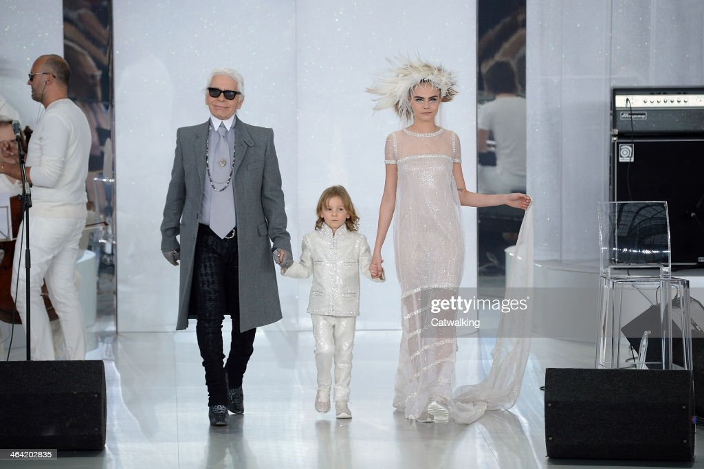 Fashion designer <a gi-track='captionPersonalityLinkClicked' href=/galleries/search?phrase=Karl+Lagerfeld+-+Fashion+Designer&family=editorial&specificpeople=4330565 ng-click='$event.stopPropagation()'>Karl Lagerfeld</a> (L) walks the runway with models at the Chanel Spring Summer 2014 fashion show during Paris Haute Couture Fashion Week on January 21, 2014 in Paris, France.