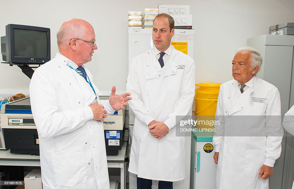 US fashion designer Ralph Lauren (R) and Britain\u0026#39;s Prince William (C), Duke of Cambridge talk with Head of Research, Professor Mitch Dowsett as they visit a ...