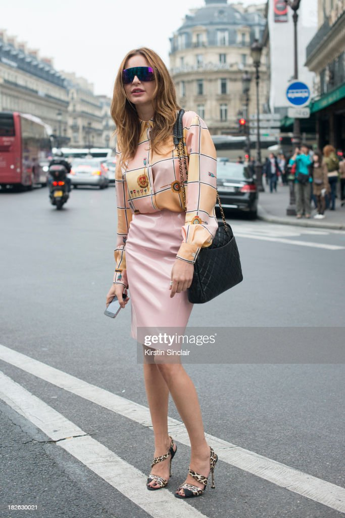 Fashion editor at large of Vogue Turkey Ece Sukan wears a vintage top, top Shop skirt, Brian Attwood shoes and Venice Beach sunglasses on day 7 of Paris Fashion Week Spring/Summer 2014, Paris September 30, 2013 in Paris, France.