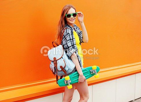 Con Gafas Sonriendo De Tonos Hipster Moda En Feliz Sol Patín Chica KJTlcF1