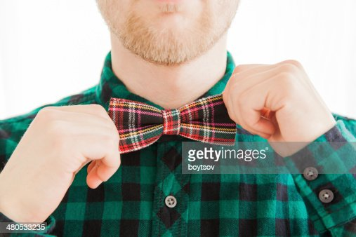 Fashion man correcting his tie : Stockfoto