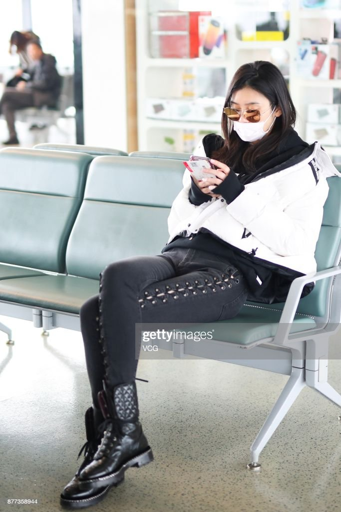 Ming Xi Leaves Shanghai For Beijing