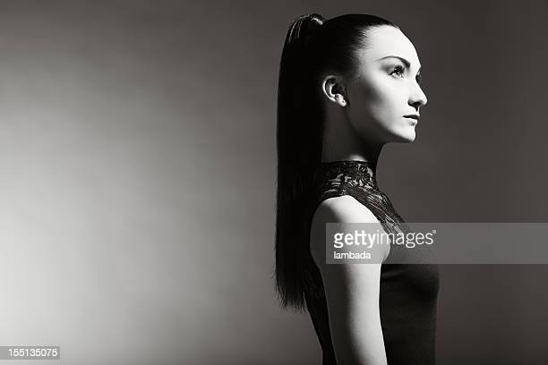 Mode portrait de Belle femme avec queue-de-cheval