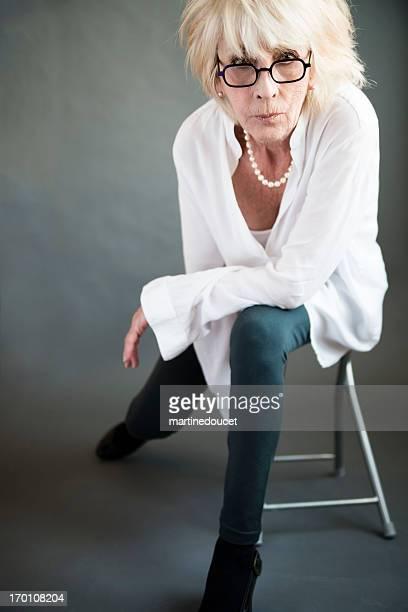 Mode-Porträt von real Frau in den siebziger Jahren.