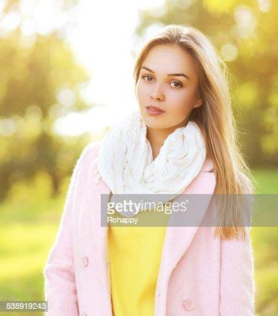 Fashion portrait pretty sensual woman outdoors in sunny autumn d : Stock Photo