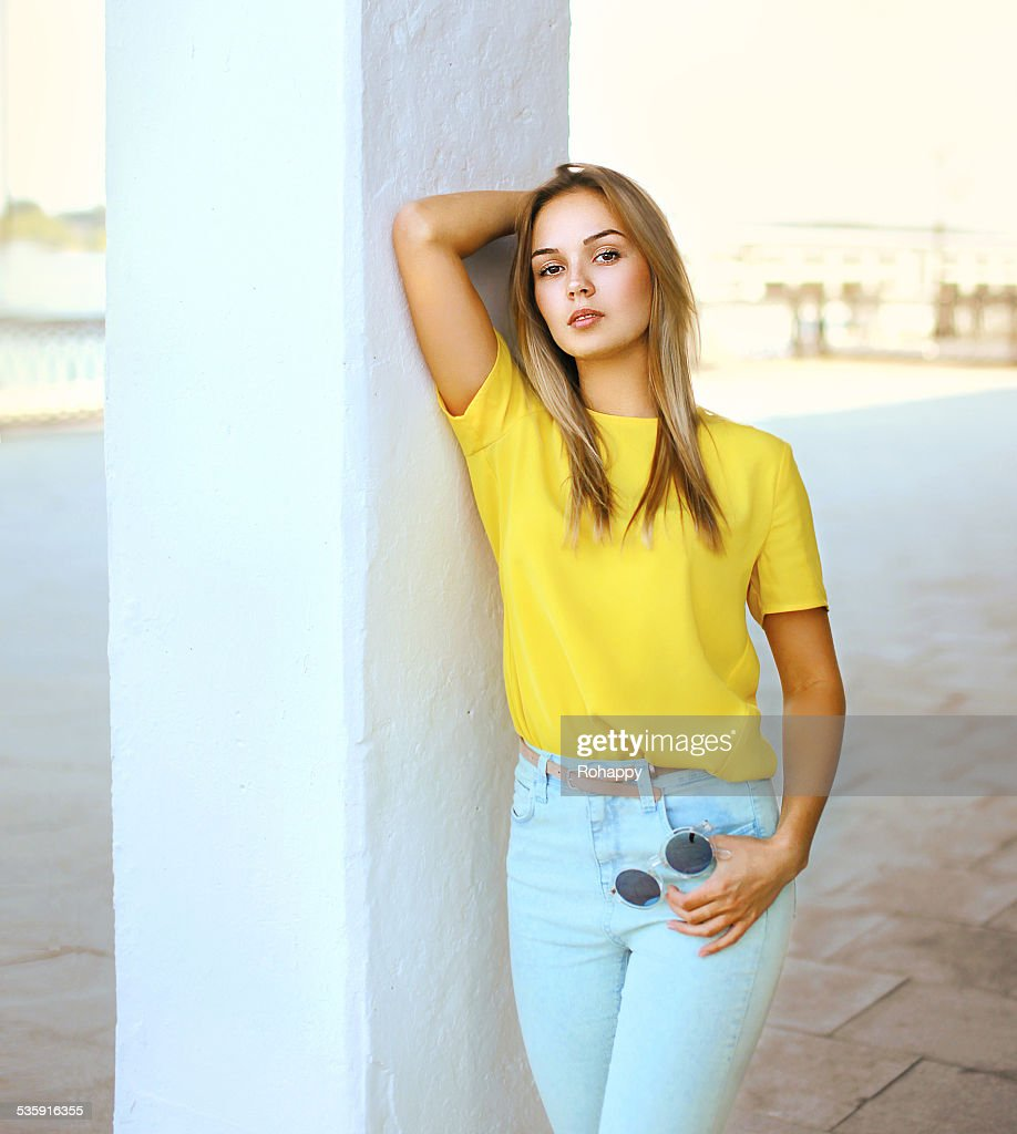 Fashion sensual pretty woman with sunglasses posing outdoors in : Stock Photo