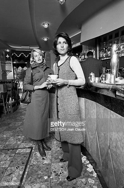 Fashion Shown At The Brewery 'the Stella' En France à Paris le 02 octobre 1970 des jeunes mannequins présentant la mode vestimentaire de l'année 1971...